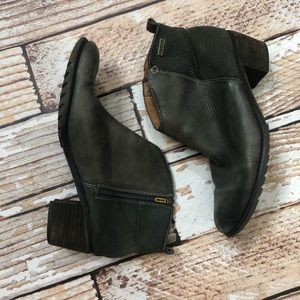 Pikolinos green/gray leather booties
